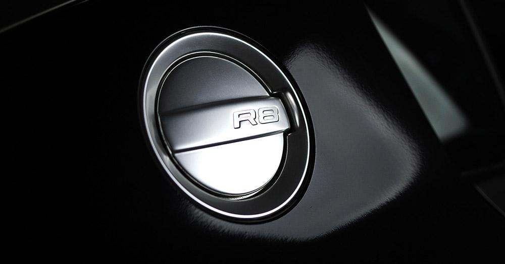 Audi R8 V8 details