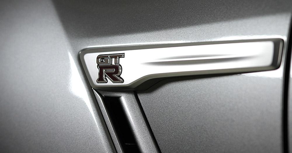 Nissan GT-R 2017 details