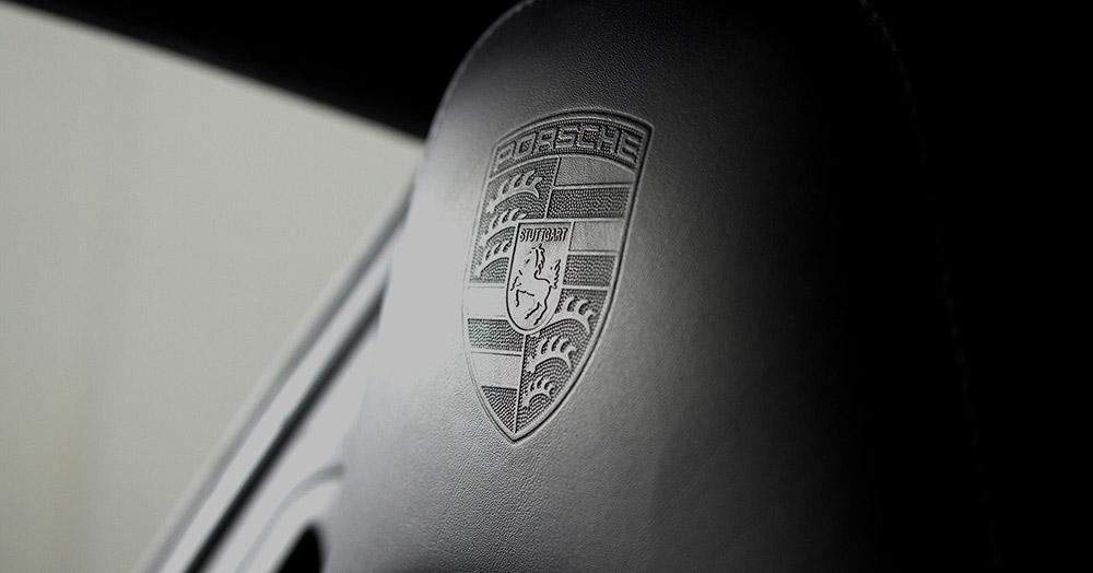 Porsche 911 Carrera Coupe logo details