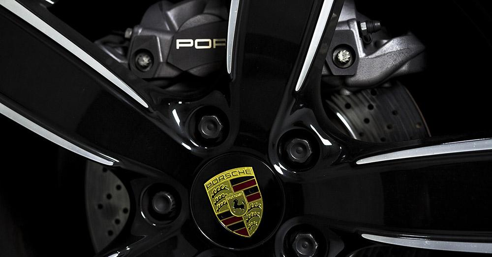 Porsche 911 Carrera Coupe details